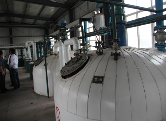 Semi continuous cooking oil refinery