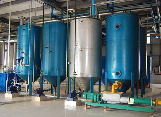 Degumming and deacidification in oil refining process